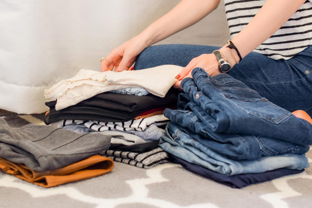 How to Pack Clothes When Moving